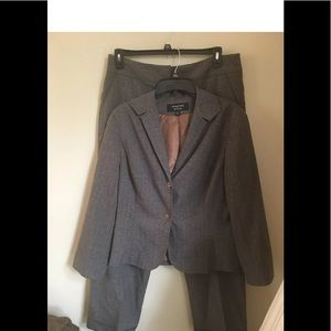 Signature suit by Larry Levine size 16